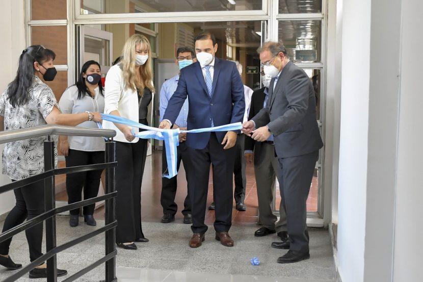 Principales autoridades de nuestro hospital acompañados por el Gobernador Gustavo Valdés, el Ministro de Salud y el Intendente de la Capital, dejaron formalmente inaugurado el sector de Hemato Oncología y el equipo de Resonancia Magnética.